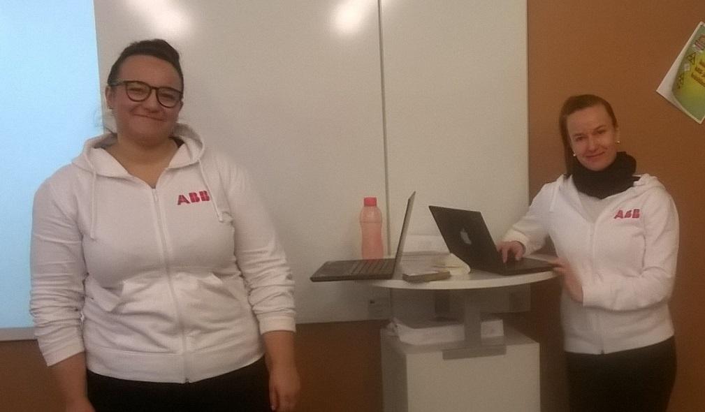 Äidinkielen kurssilla tehtiin pitchauksia ABB:n ACS580-vakiotaajuusmuuntajasta Vaasan lyseon lukiossa