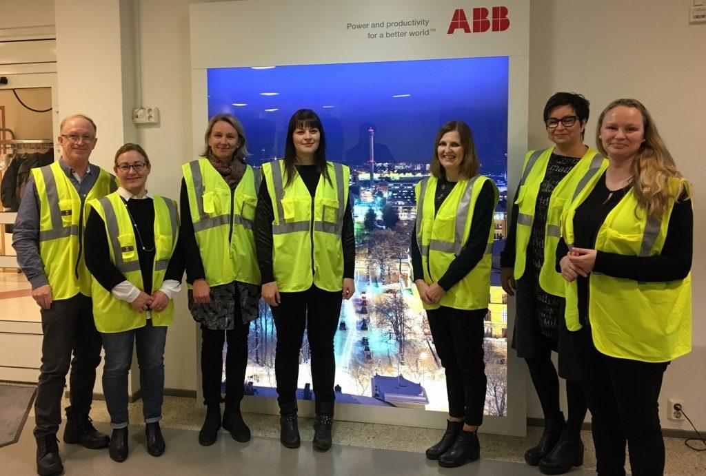 Vaasan lukiokoulutuksen englannin opettajat tutustumassa ABB Oy Motors and Generatorsin toimintaan
