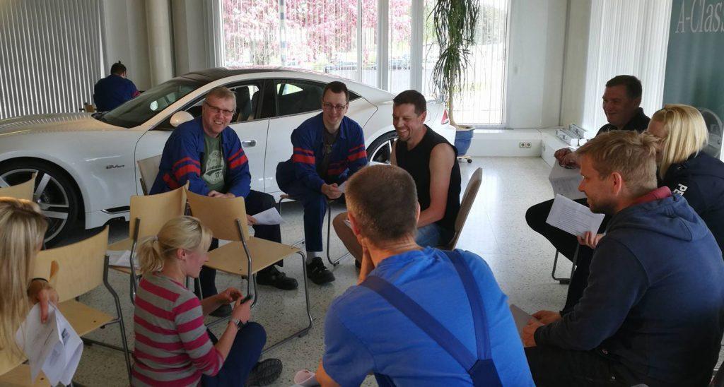 Työnopastuskoulutusta autotehtaalla